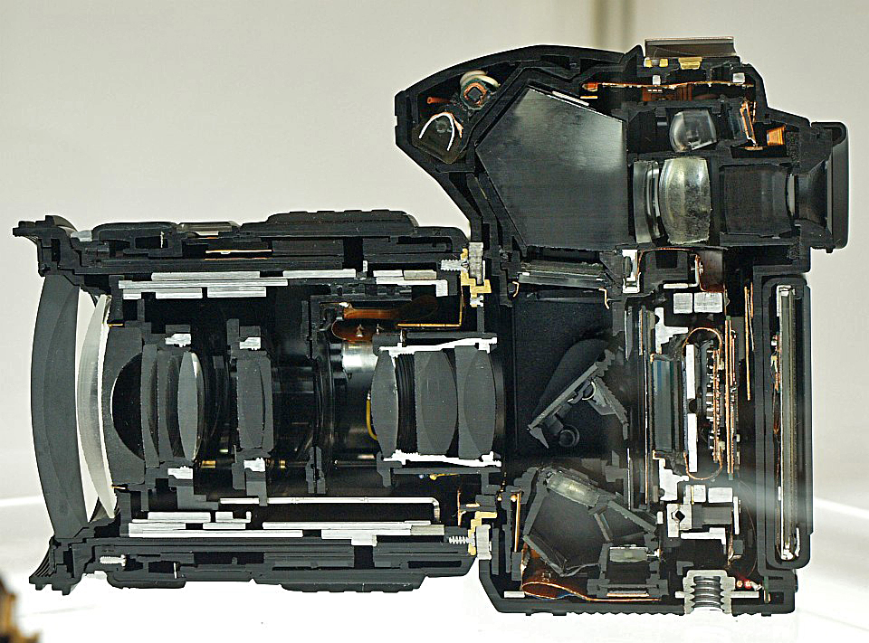 Olympus E-30 DSLR Camera with Zuiko Digital ED 14-54mm F2.8-3.5 II. Cut model at the -30 Fair in Tokyo, December 2008, Author: Hanabi123
