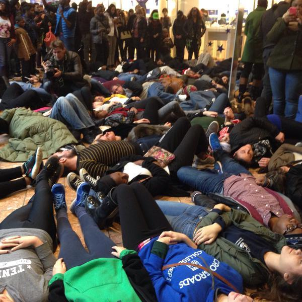"""Die In"" St. Louis Galleria shopping mall"